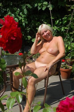 Private pics of sunbathing mature women