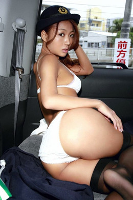 Amazing japanese babe in black..