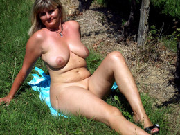 Outdoor Hi-res photos, Exhib ladies..