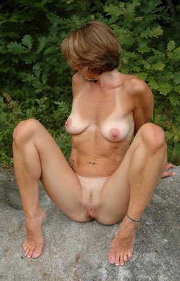 Still sexy mature moms with big..