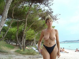 Busty grannies and matures nude..