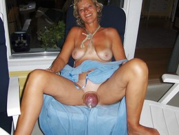 Old whore with swallen pussy