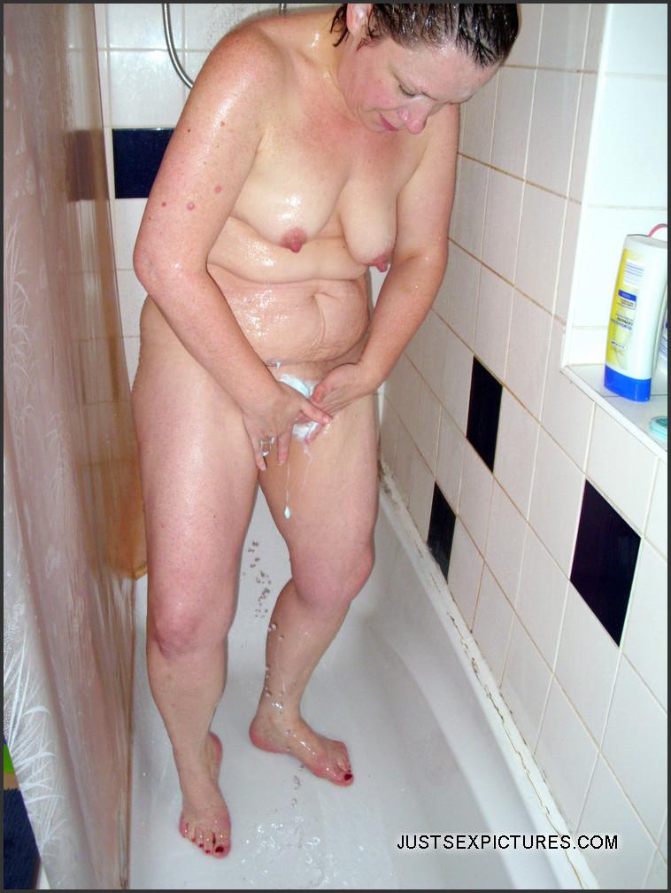 hot babes nudes shower porntube
